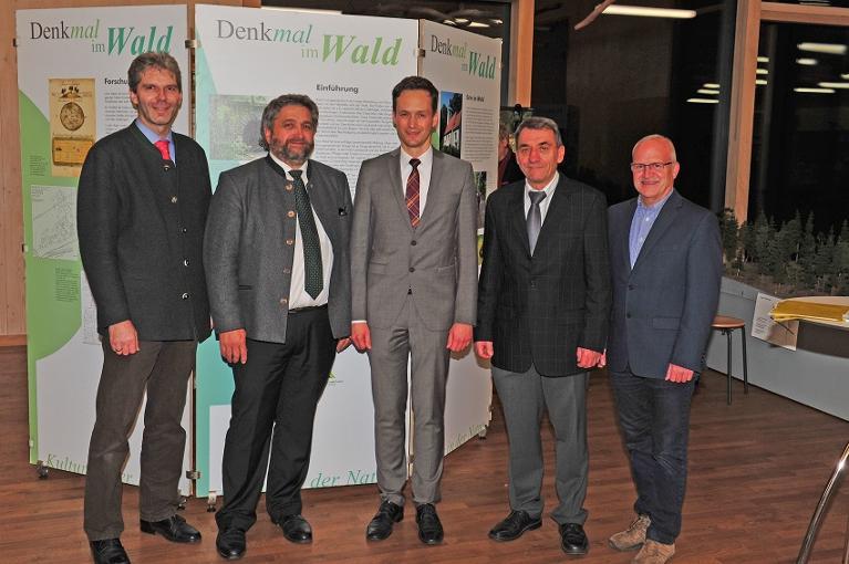 """Ausstellungseröffnung """"DenkMAL im Wald – Kultur in der Natur"""" im Steigerwald-Zentrum"""